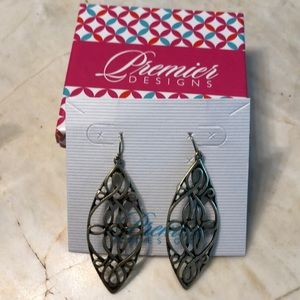Premier Designs English Ivy dangle earrings!